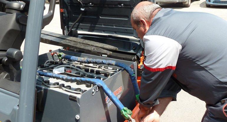 L'utilizzo in sicurezza delle batterie dei carrelli e l'importanza della formazione